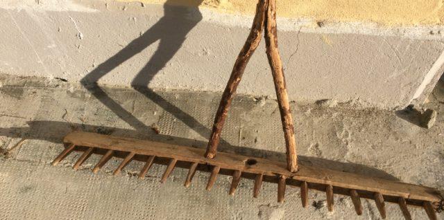 oude hooivork als kapstok
